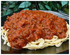 Voici une autre TRÈS EXCELLENTE sauce à spaghetti que mon chum nous à cuisinée. La recette provient du blog, Pour le plaisir de bien manger...