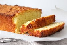 Glutenvrije amandel kokos cake. Suiker vervangen door oerzoet of honing?