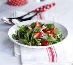 Strawberry Spinach Salad - Mansikka-pinaattisalaatti, resepti – Ruoka.fi