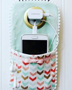 Best Sewing Projects to Make For Girls - Easy DIY Phone Charger Holder - Creativ. - Best Sewing Projects to Make For Girls – Easy DIY Phone Charger Holder – Creative Sewing Tutori - Beginner Sewing Projects, Cool Diy Projects, Sewing For Beginners, Sewing Tips, Sewing Tutorials, Sewing Hacks, Sewing Patterns, Sewing Ideas, Sewing Basics
