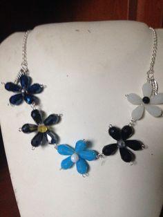 #collana #floreale semplice in #cristalli colorati. Info@oro18.eu #oro18 #bijoux #bigiotteria #jewelry Presto su www.oro18.eu