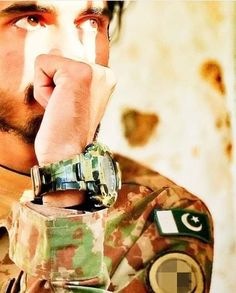 Pak Army Soldiers, Instagram Dp, Boy Silhouette, Pakistan Armed Forces, Whatsapp Profile Picture, Pakistan Army, Army Life, Men In Uniform, Peace And Love