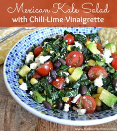 This mouthwatering Mexican Kale Salad with Chili-Lime Vinaigrette is simple to prepare and bursting with amazing flavors! Kale Salad Recipes, Vegetarian Recipes, Healthy Recipes, Healthy Salads, Healthy Eating, Mexican Salads, Lime Vinaigrette, Chili Lime, Summer Salads