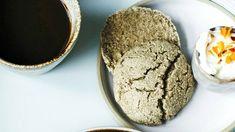 """Ihanat sämpylät valmistuvat 15 minuutissa: """"Resepti on pelastanut monta aamua"""" - Ajankohtaista - Ilta-Sanomat Base Foods, Plant Based Recipes, Ice Cream, Bread, Baking, Desserts, Sherbet Ice Cream, Bread Making, Patisserie"""