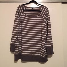 Like new! Daisy Fuentes Top Daisy Fuentes top- only worn a couple times, but looks new. Daisy Fuentes Tops Blouses