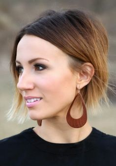 Super cute DIY leather earrings for spring.