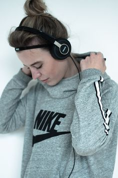 RED REIDING HOOD: Fashion sport blogger Philips headphones Nike sweater headband haarbandje running girl run fitspo fit inspiration motivation quote music