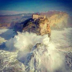 Canhão da Nazaré  #  Nazaré  Portugal ❤❤❤❤ Visit Portugal, Portugal Travel, Sea Activities, Rural Area, Sea Waves, Natural Phenomena, Camping, Pacific Ocean, Travel Inspiration