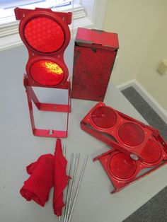 Grotelite set of 3 red highway safety reflectors original box flameless flare