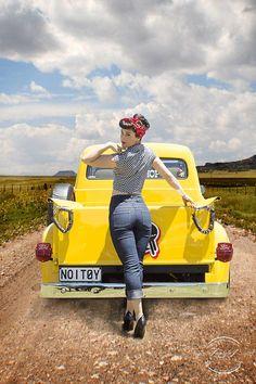 Rockabilly/Pinup Pin Up Rockabilly Pin Up, Moda Rockabilly, Rockabilly Fashion, Rockabilly Outfits, Retro Pin Up, Pin Up Girl Vintage, Poses Pin Up, Pin Up Auto, Pin Up Car