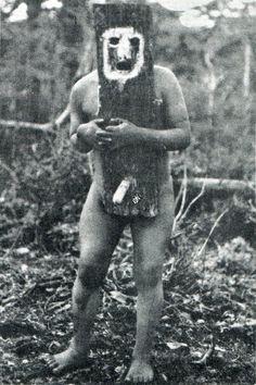 Espíritu del Yinciháua con máscara fálica. Fotografía de Martín Gusinde. 1920 aprox.