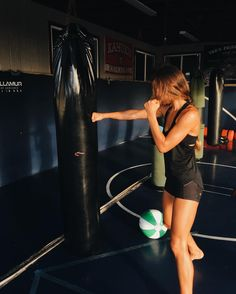 Get fit and stay fit! Learn how to lose fat and tone your body! Isadora Gym May 12 2019 at Sport Motivation, Fitness Motivation, Fitness Goals, Yoga Fitness, Health Fitness, Boxing Fitness, Kick Boxing, Boxing Girl, Sports Challenge