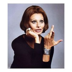 Sophia Loren photographed by Francesco Scavullo in jewelry by Elsa Peretti for Tiffany. #sophialoren #francescoscavullo #elsaperetti