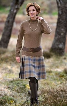 Tweed Kilt love the look without the belt Tartan Fashion, Look Fashion, Winter Fashion, Fashion Outfits, Womens Fashion, Feminine Fashion, Fashion Ideas, High Fashion, Country Stil