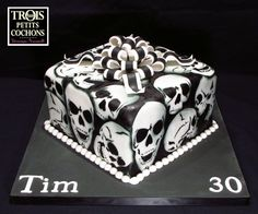 Black and white skull cake! This is made with airbrush.                                                                                                                                                                                 More