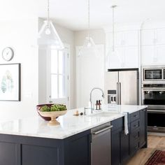 Are you looking for some new kitchen remodeling ideas that allow you to mix the old with the new? Astonishing Great New Kitchen Remodeling Ideas. Studio Kitchen, Living Room Kitchen, Home Decor Kitchen, Kitchen And Bath, Kitchen Interior, New Kitchen, Home Kitchens, Kitchen Island, Kitchen Ideas