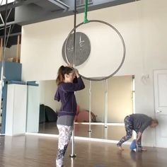 Double tap if you love @meriburgess transitions as much as us! #aerialhooptricks