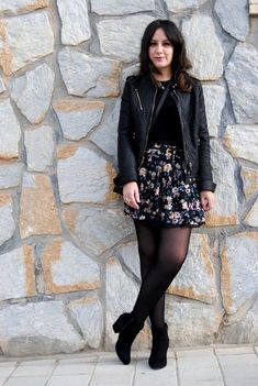 Moda Vintage Outfits Strumpfhose 17 Ideen, The black socks question Mode Outfits, Skirt Outfits, Stylish Outfits, Fashion Outfits, Fashion Trends, Fashion Ideas, Newborn Outfit, Look Fashion, Autumn Fashion
