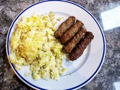 SCRAMBLED EGGS WITH SAUSAGES AGAIN?! THAT WAS WHAT I ATE THIS MORNING IN THE BREAKFAST!  BUENÍSIMO! DELICIOUS!