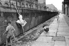 Henri Cartier-Bresson :: The Berlin wall, West Berlin, 1962