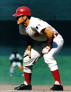 This was my hero growing up...   Pete Rose aka Charlie Hustle Cincinnati Reds   better known as The Big Red Machine.