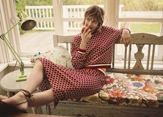 Swedish fashion giant H&M has unveiled a debut print collaboration with British wallpaper and textile house GP and J Baker, which is renowned globally as supp Latest Fashion Trends, Fashion News, Fashion Beauty, Vogue Paris, Gp&j Baker, Edie Campbell, Swedish Fashion, Mode Editorials, Fashion Editorials