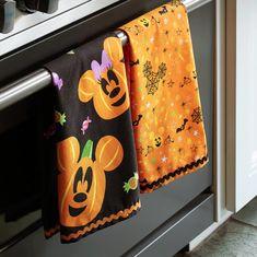 Mickey and Minnie Mouse Pumpkin Kitchen Towel Set shopDisney Disney Halloween Decorations, Halloween Home Decor, Halloween House, Halloween Themes, Fall Halloween, Halloween Prop, Halloween Quotes, Minnie Mouse Pumpkin, Mickey Mouse Halloween