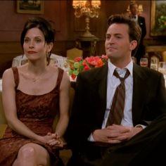 Friends: Matthew Perry, o Chandler, e Courteney Cox, a Monica, se reencontrarão em série: http://rollingstone.com.br/noticia/atores-de-ifriendsi-se-reencontram-em-nova-serie/
