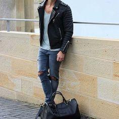 head to gym after work // urban men // urban boys // mens wear // fitness // mens fashion // city life // gym bag // street style //