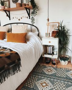 What are the Secrets of the Bohemian (Boho) Style? 4 ways to blow bohemian style at home …, … – Bedroom Inspirations Boho Bedroom Decor, Room Ideas Bedroom, Home Bedroom, Ikea Bedroom, Bedrooms, Tribal Bedroom, Bedroom Furniture, Bedroom Designs, Modern Bedroom
