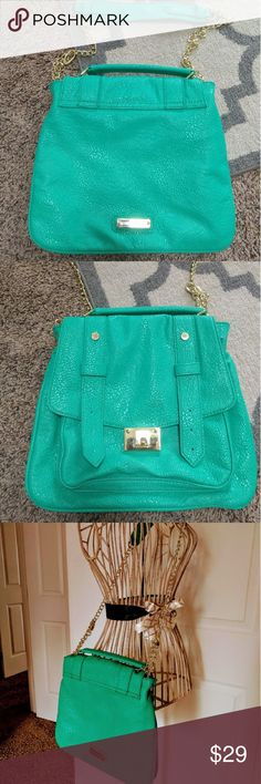 *NEW* SALE! Steve Madden purse Bright blueish-green purse by Steve Madden. Faux leather print and gold hardware. Brand new never used. Steve Madden Bags Crossbody Bags