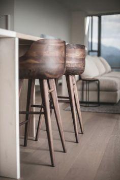 Best Barhocker Aus Holz Ideen Ideas House Design Ideas One Table Haute Bar, Chaise Haute Bar, Chaise Bar, Wood Bar Stools, Kitchen Stools, Counter Stools, Chair And Ottoman, Home Decor Furniture, Interior Inspiration