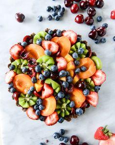 summer fruit tart with chocolate coconut cashew crust I howsweeteats ...