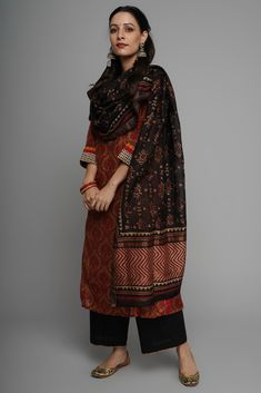 Mustard Red Rozana Chanderi Kurta Source by dresses indian Ethnic Outfits, Indian Outfits, Trendy Outfits, Pakistani Dress Design, Pakistani Dresses, Indian Attire, Indian Wear, Casual Indian Fashion, Indian Designer Suits