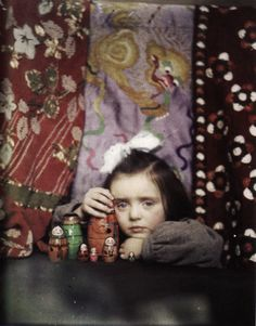 Edward Steichen's Portrait of Mary Steichen with Set of Russian Nesting Dolls (assigned title), c. 1910. Autochrome, George Eastman House Vintage Colors, Portrait Photography, History Of Photography, Color Photography, Vintage Photography, Fashion Photography, Street Photography, Edward Steichen, Alfred Stieglitz