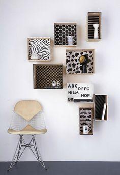 Kubusjes als nachtkastjes aan de muur naast bed? Voldoende ruimte voor boek telefoon en afstandsbediening