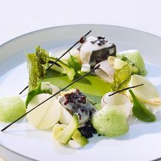 Thomas Buehner, the Three-Michelin Starred Chef ⭐️⭐️⭐️ Interview by… Food Menu, A Food, Chef Food, Food Art, Chef Recipes, Cooking Recipes, Michelin Star Food, Best Chef, Molecular Gastronomy
