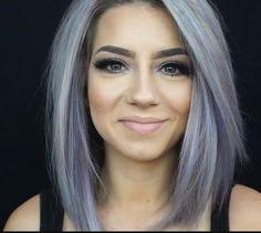 Adoro i suoi capelli: 3 - grey hair - couleur de cheveux Hair Color And Cut, Cool Hair Color, Hair Colour, Medium Hair Styles, Short Hair Styles, Silver Grey Hair, Blue Grey Hair, Grey Wig, Lavender Hair
