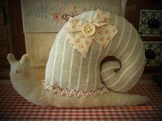 Lumaca Tilda con lavanda - tinte naturali Tilda's  snail with lavander - natural colors