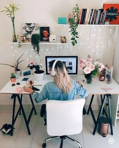 45 Outstanding Spring Home Office Decorating Ideas Cozy Home Office, Home Office Setup, Home Office Space, Home Office Design, Workplace Design, Office Ideas, Study Room Decor, Bedroom Decor, Decora Home