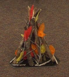 pretend campfire for animal sleepover at the library Camping Dramatic Play, Dramatic Play Area, Forest Classroom, Outdoor Classroom, Preschool Themes, Classroom Themes, Camping Theme, Camping Tips, Campfire Fun
