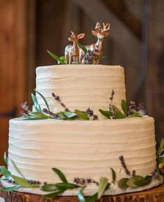 Deer Wedding Cake Toppers | Apparently Animal Wedding Cake Toppers Are a Thing | https://www.theknot.com/content/14-animal-cake-toppers-for-every-couple