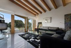Located in a beautifully rural and quiet plot, just off of Pollença golf course this four bedroom house offers superb privacy and peace.