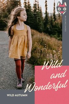 This rosewood-colored mid cut protects feet with a tightly woven canvas upper made of 100% recycled cotton. Winter Heath's inner lining is made of virgin wool from our partner Nordwolle and keeps us wonderfully warm even on cold days. The integrated membrane offers additional protection against moisture. picture by jessie.b.photo #wildlingshoes #freechildhood #wildchildhood #helloautumn #naturalchildhood #barefootshoes #minimalshoes #madeinEurope #designedinGermany #befree #bewild