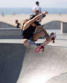Bmx Girl, Skate Girl, Surfer Kids, Sky Brown, Skate Photos, Human Poses Reference, Skate And Destroy, Surfer Girl Style, Skateboard Girl