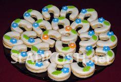 Meringue Cookies, Macaroons, Cream, Cake, Recipes, Food, Macaroni, Creme Caramel, Macarons