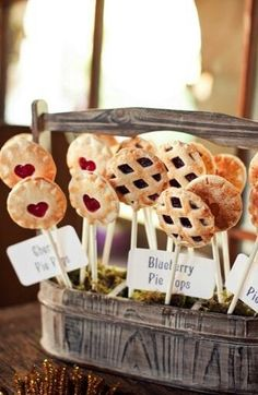 Berry pie pops as wedding favors or dessert - so cute! #weddingfavors