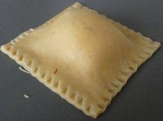 Raviolis italiens maison – pas à pas – sur smoothie de tomate : à tenter avec de la farine d epetit épeautre ;-)