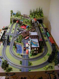 Art Carton, Lionel Trains Layout, Ho Train Layouts, Ho Scale Train Layout, Train Miniature, N Scale Model Trains, Train Table, Lego Trains, Electric Train