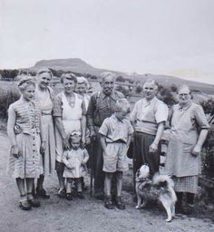 Mum, the little girl in front, family and friends ap. Antique Photos, Norway, Mount Rushmore, Little Girls, Antiques, Friends, Painting, Art, Old Pictures